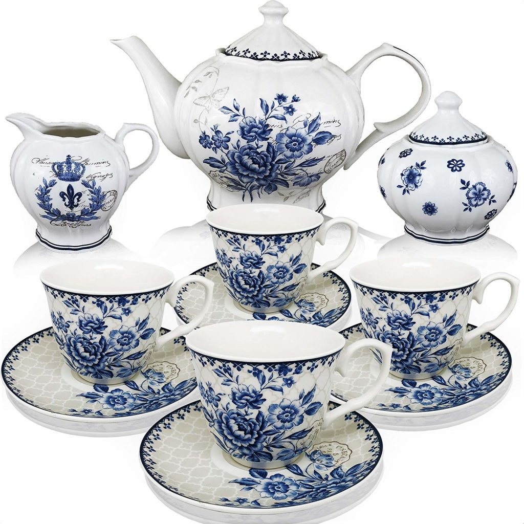 Tea sets and cups